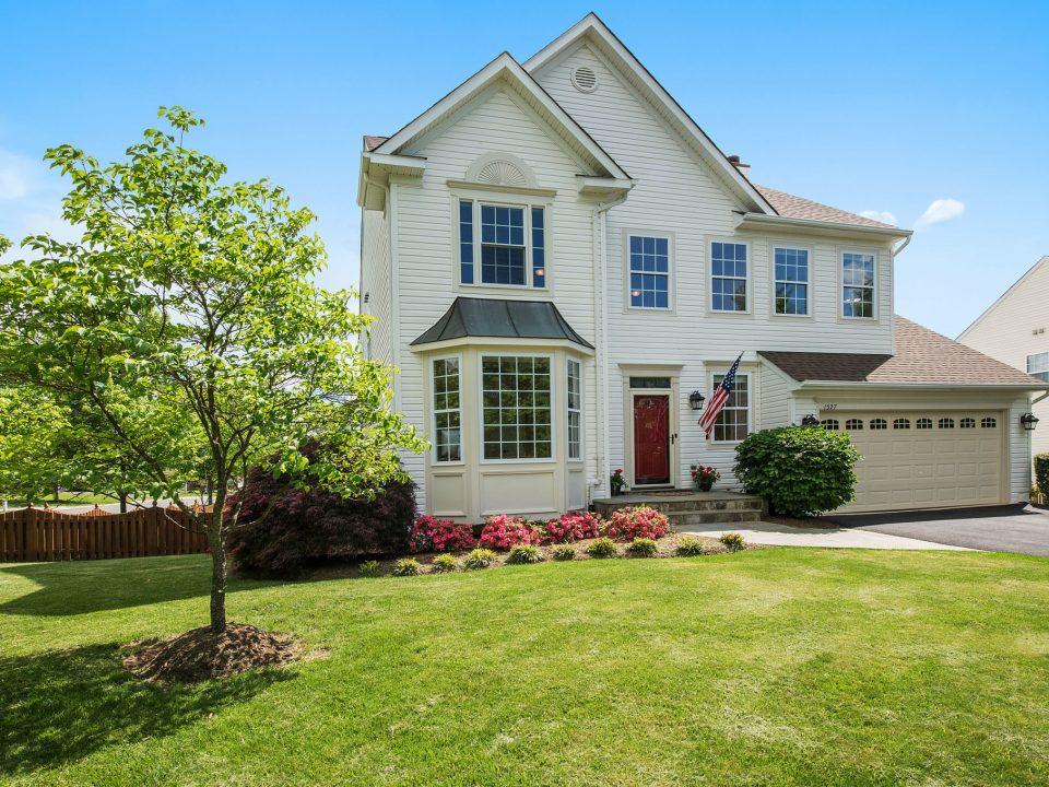Sold! 1527 Barksdale Drive NE in Leesburg